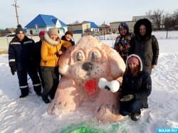 Огромная снежная собака появилась в Бураево