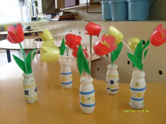 Поделки для сада из бутылок из под йогурта 10