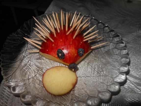Как сделать ежиков из яблок