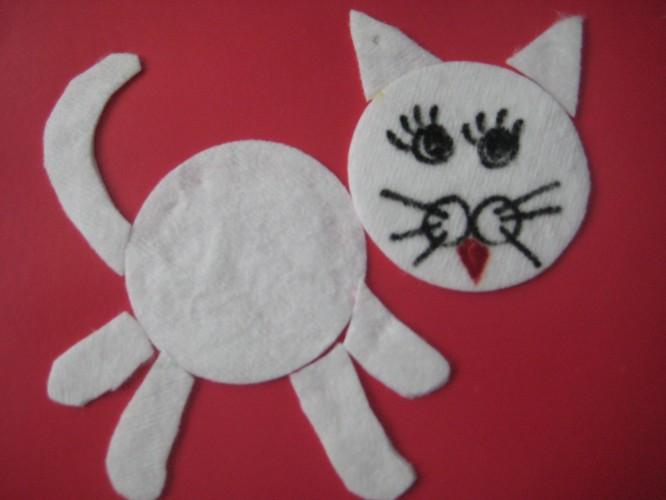 Как сделать из ватных дисков котенка
