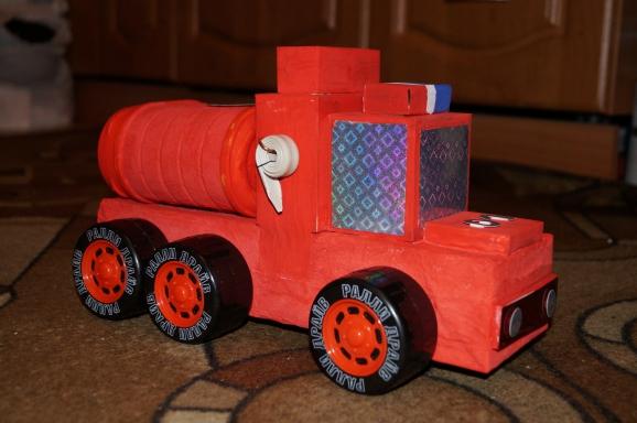 Пожарная машинка своими руками из подручных материалов