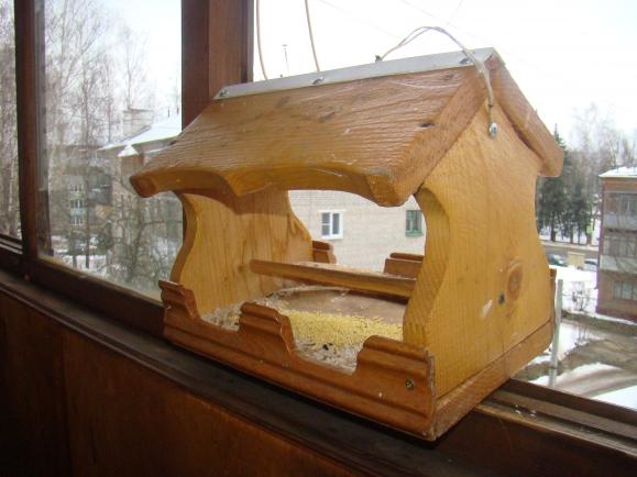 Кормушки для птиц своими руками на балконах 67