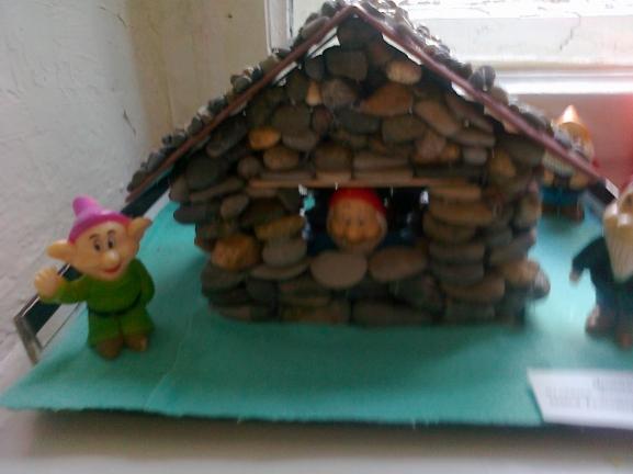 Поделка из камней домики
