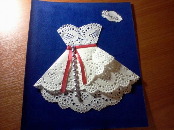 Открытка к 8 марта с платьем из салфетки своими руками