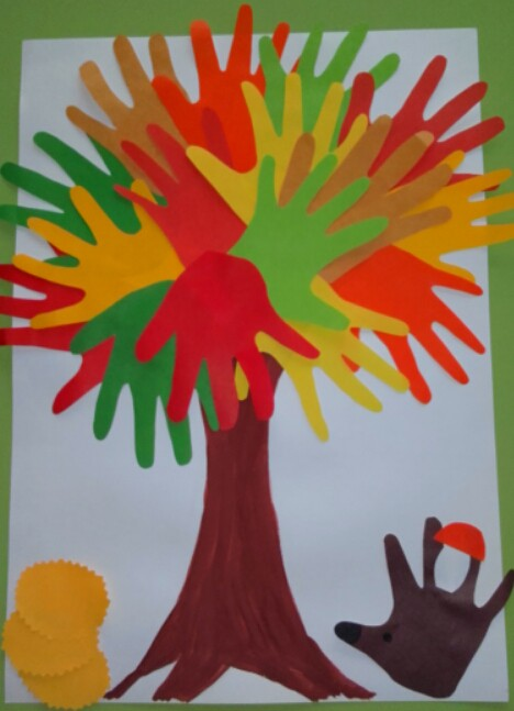 Дерево из ладошек своими руками 14