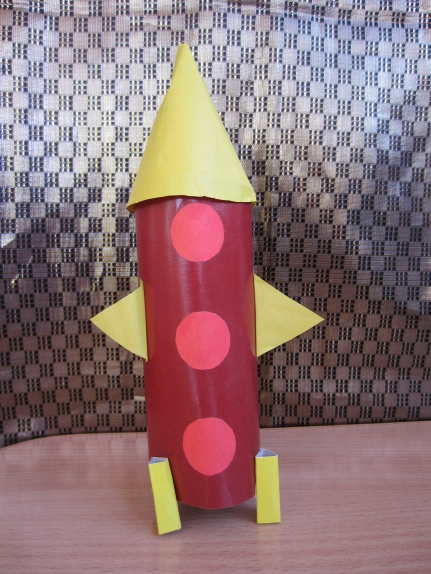Как сделать ракету из картона на картоне