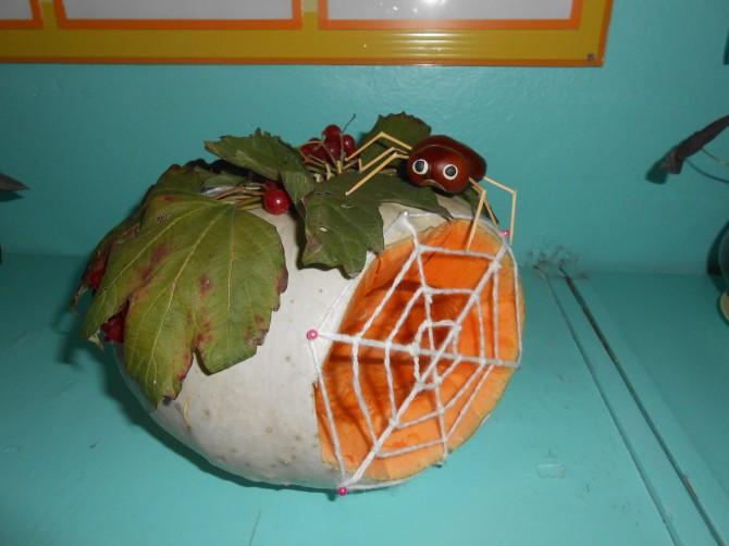 Поделка из тыквы домик для паучка