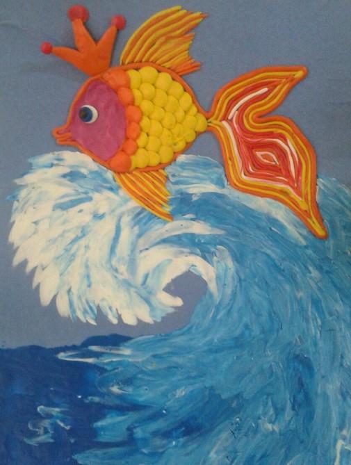 Картинка золотая рыбка из пластилина