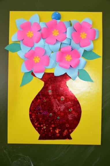 Поделка цветок в вазе из цветной бумаги 210
