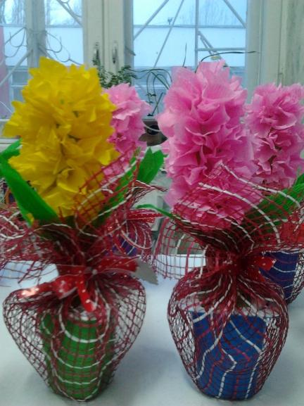 Поделки из упаковочной сетки для цветов 97