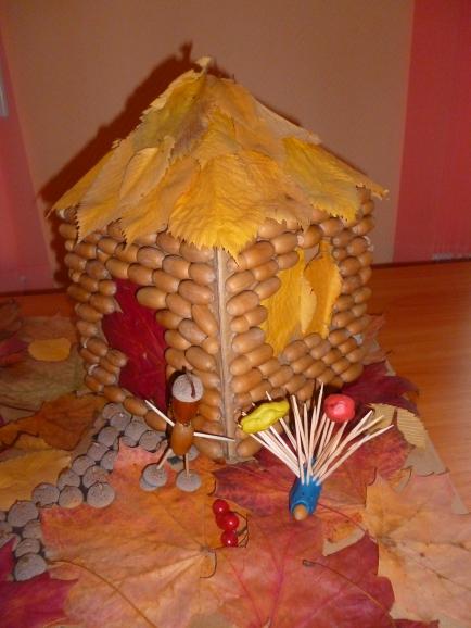 Домик из шишек поделка в садик 1