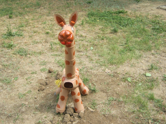 Как сделать жираф из пластиковой