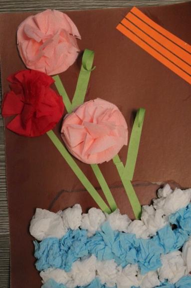 Открытка к 9 мая с цветами из салфеток, ракетных