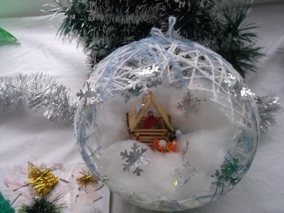 Как сделать снежок из мишуры и ваты