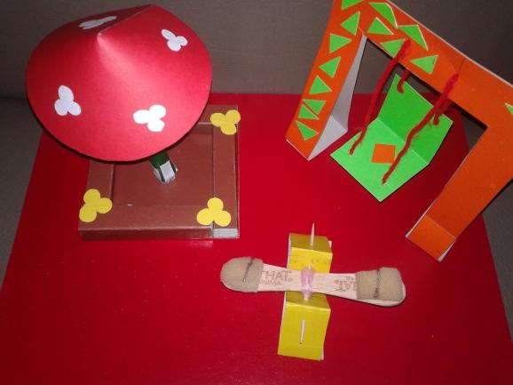 Детская площадка из цветной бумаги и картона