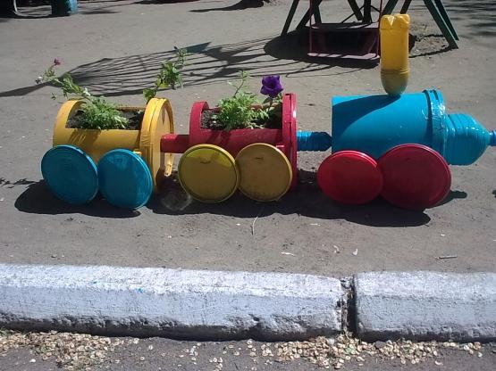 Наш участок, где с удовольствием играют и гуляют дети