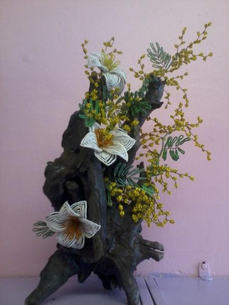 Цветы на коряге из бисера, композиции фото стоимость