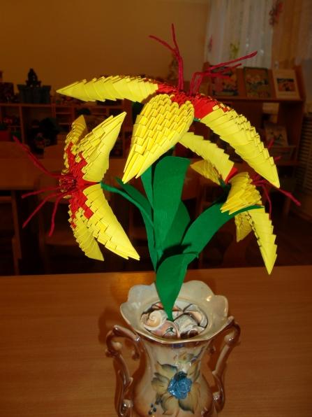 """Лилии для Лилии.  Вот такую лилию я сделала в технике модульное оригами.  Схему сборки нашла на сайте  """"Страна..."""