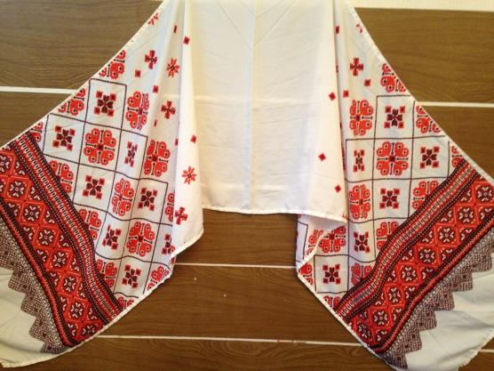 Народная вышивка на полотенце