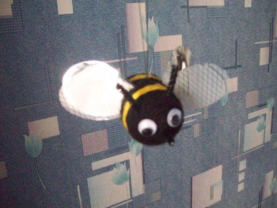 Пчелки из бросового материала своими руками 93