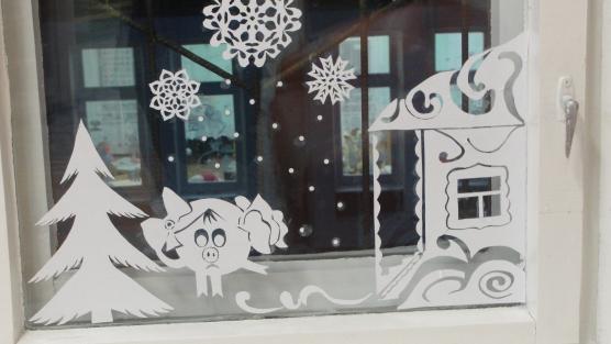 """Новогоднее чудо:  """"Украшение окон, снежные постройки """" Фото."""