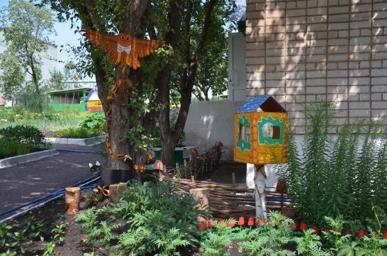 «Сказка на клумбах детского сада»— фотоотчёт конкурса на луший участок ДОУ.