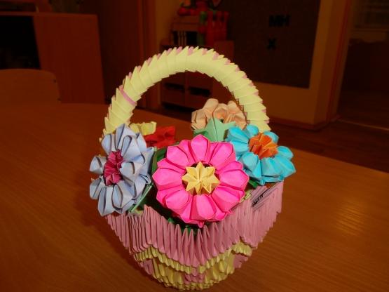 эту корзину с цветами,