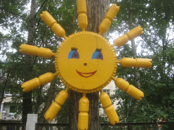 Солнышко для сада из пластиковых бутылок своими руками