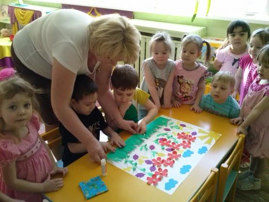 Коллективная поделка с детьми в детском саду