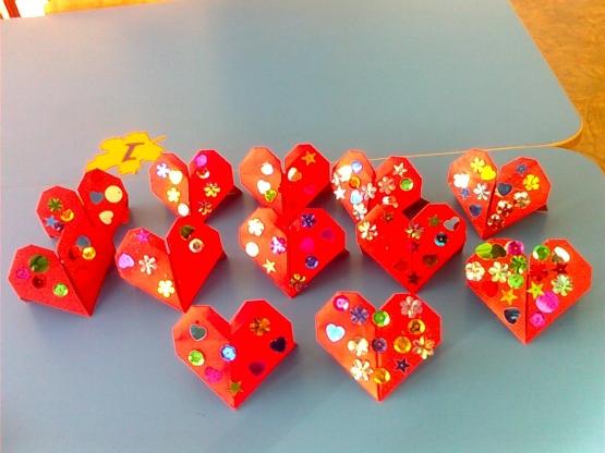Поделки для детей своими руками сердечки 89
