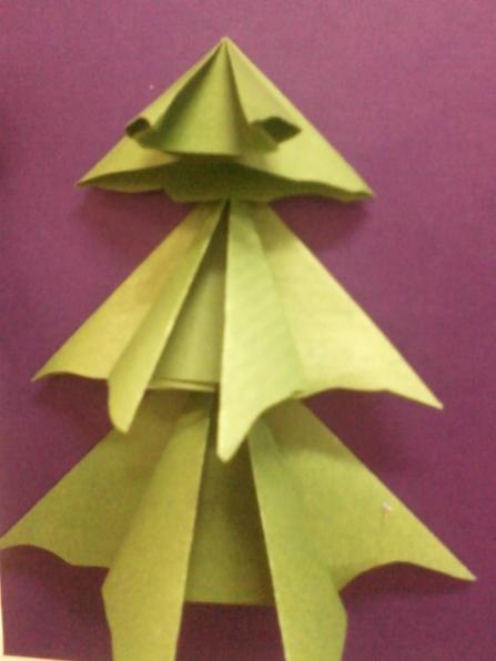 Конспект занятия по аппликации на тему «В лесу родилась ёлочка» (оригами)