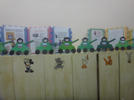 Оформление раздевалки к 23 февраля в детском саду