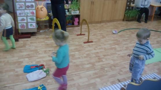 скачать музыку зайчик прыгает