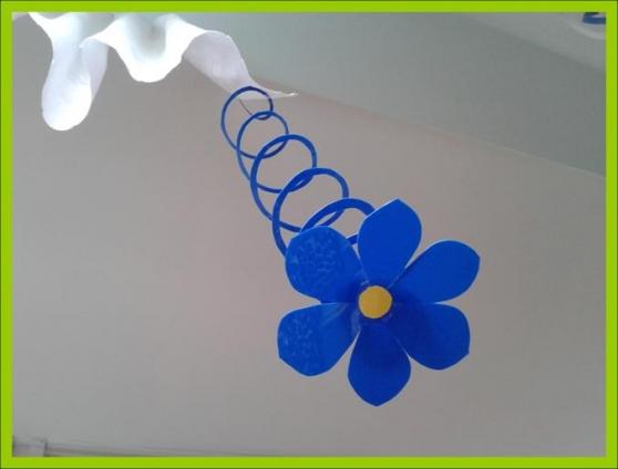 Цветы на подвеске из бросового материала (мастер-класс)