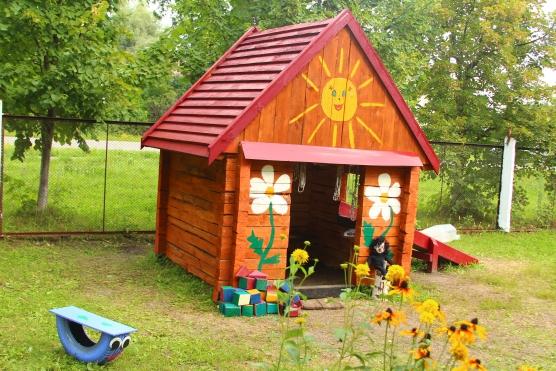 Домик для участка детского сада своими руками фото