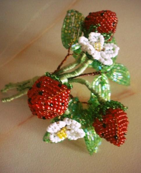 самые легкие цветы с бисера схема