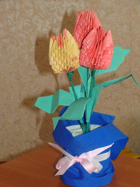 """Модульное оригами:  """"Тюльпаны """" как раз подойдет как прекрасный.  Опубликовано: 27 февраля 2012.  Подарок на 8 марта."""