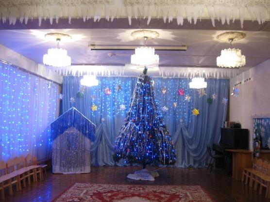 В новый год как украсить зал