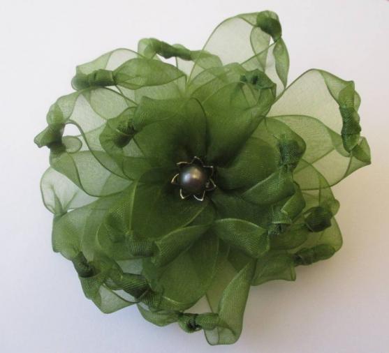 Брошь-цветок из капроновых лент. Мастер-класс