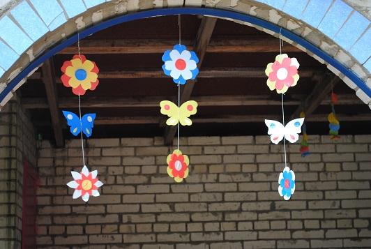 Гирлянды на участок детского сада летом своими руками