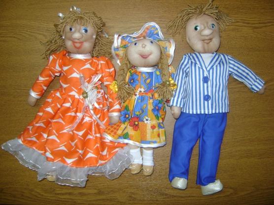 Сюжетно-ролевая игра в куклы: «Моя семья»