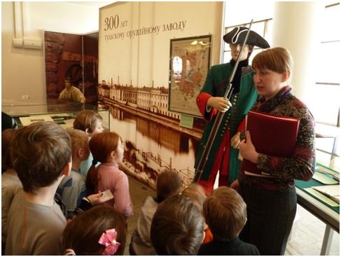 познакомить детей с художественным музеем