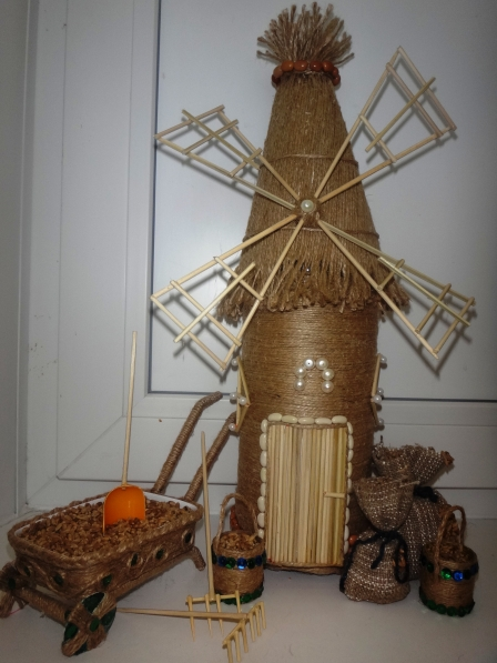 МК «Мельница из шпагата с инвентарём