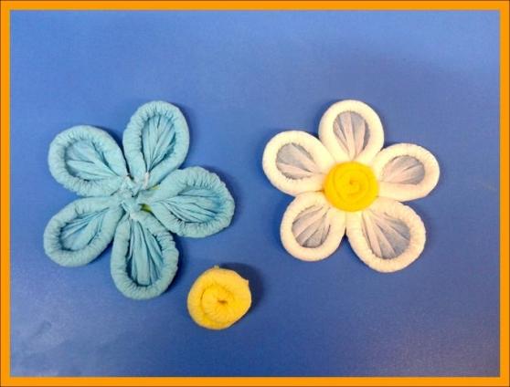 Цветы из скрученных салфеток