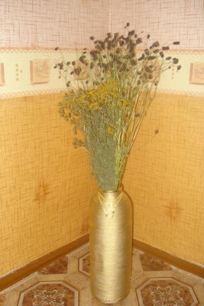 Напольная ваза из бросового материала