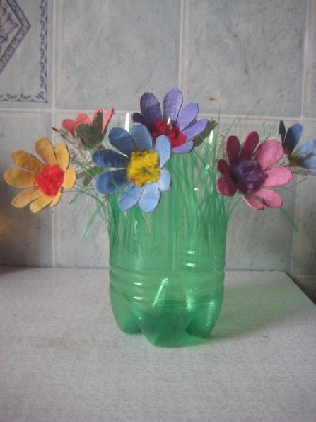 Цветы из бросового материала своими руками 10