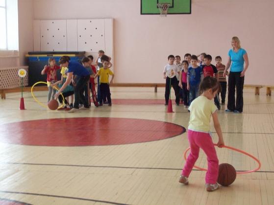Сценарий спортивного праздника: «День весенний и мимозный — это мамин День!», для детей дошкольного возраста