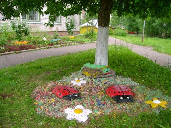 Вторая жизнь колеса. Оформление клумб ...: www.maam.ru/detskijsad/vtoraja-zhizn-kolesa.html