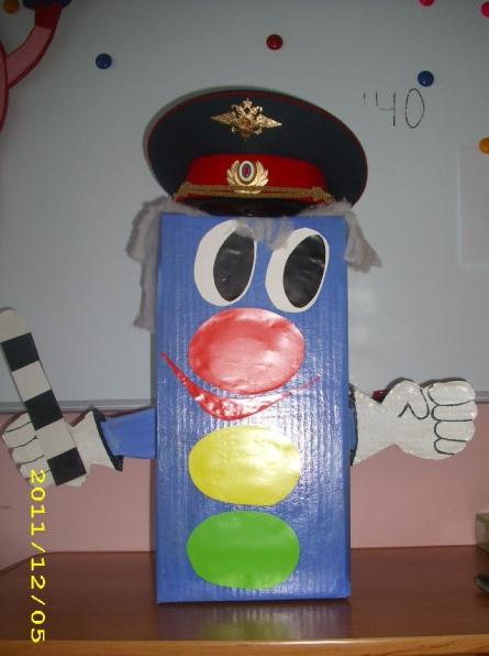 Для осуществления работы по данному направлению в... В нашем детском саду в каждой группе есть уголки по ПДД...