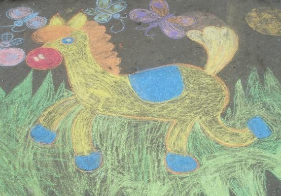 детские рисунки на асфальте мелом фото